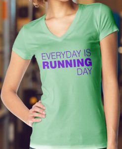 Camiseta-Feminina-Gola-V-Cor-Verde-Bebe-EVERYDAY-IS-RUNNING-DAY
